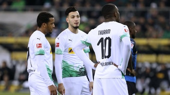 Sie alle werden Borussia Mönchengladbach gegen den VfL Wolfsburg fehlen: Alassane Plea, Ramy Bensebaini und Marcus Thuram (von links).