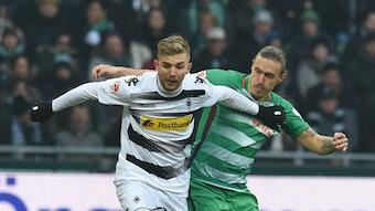 Christoph Kramer und sein Kumpel Max Kruse im Zweikampf – von 2013 bis 2015 spielten sie gemeinsam bei Borussia Mönchengladbach.