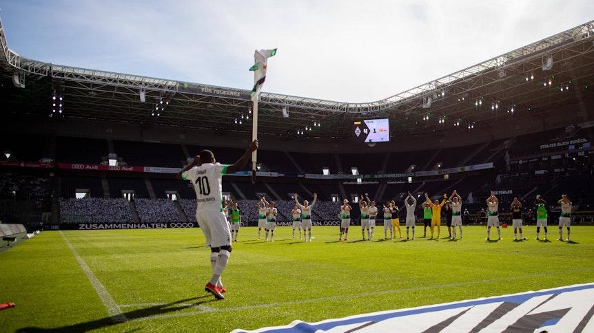 Der letzte Eckfahnen-Jubel der Saison: Marcus Thuram nach dem 4:1 gegen Union Berlin am 31. Mai.