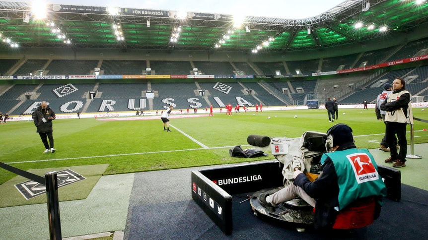 Aufgrund der Coronavirus-Pandemie fallen die TV-Einnahmen der Bundesliga-Klubs in der Saison 2020/21 niedriger aus.