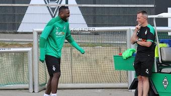 Borussia-Angreifer Marcus Thuram hat gut lachen. Nach seiner Verletzung am Sprunggelenk macht er im Reha-Training sichtbare Fortschritte.