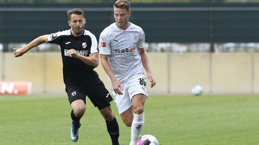 Nico Elvedi (r.) ist zu einem der besten Innenverteidiger der Bundesliga gereift. Seit 2015 steht der Schweizer Nationalspieler in Gladbach unter Vertrag.