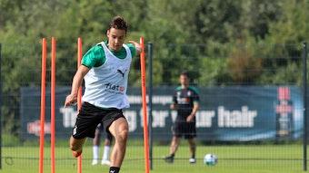 Borussias Mittelfeldspieler Florian Neuhaus ist fokussiert auf die kommende Spielzeit mit den Fohlen. Über einen Anruf des Bundestrainers würde er sich dennoch freuen.