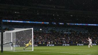 Fehlschuss in den Nachthimmel von Wembley: Dani Olmo gegen Gianluigi Donnarumma.