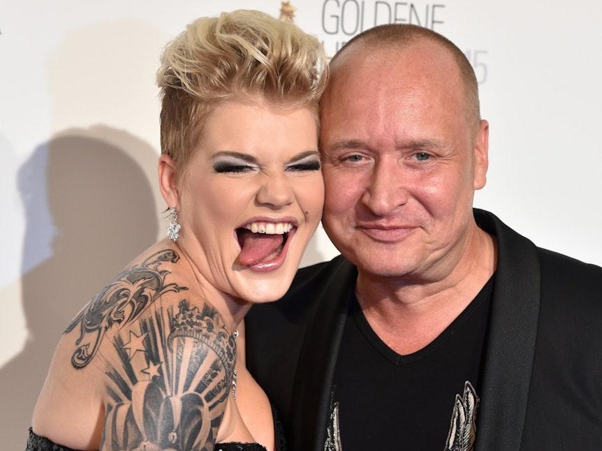 Melanie Müller und ihr Mann Mike Blümel kommen zur Verleihung des Medienpreises Goldene Henne in das Velodrom im Jahr 2015. Die beiden sind seit 2014 verheiratet, haben zwei Kinder. Jetzt muss sich Mike Blümer einer komplizierten OP unterziehen.