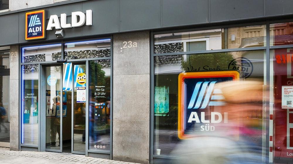 Eine Aldi-Filiale in Düsseldorf. Aldi Süd verkauft ab dem 15. Juli 2021 Pflanzen in kompostierbaren Blumentöpfen.