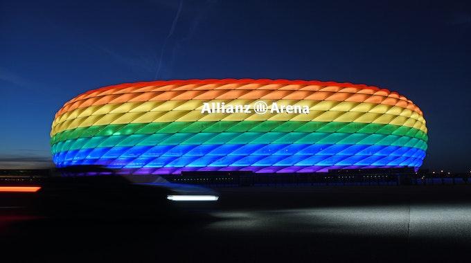 Die Münchner Allianz Arena in Regenbogenfarben. Bei der EM wird es das nicht geben.