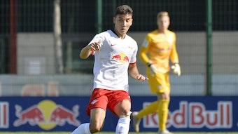 Anton Rücker, hier 2019 für Leipzigs A-Junioren am Ball.