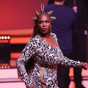 """""""Let's Dance Tour 2021""""-Jurorin Motsi Mabuse, auf dem Foto am 15. Mai während der RTL-Tanz-Show """"Let's Dance"""" auf der Bühne zu sehen, wird zweitweise durch Profitänzerin Isabel Edvardsson ersetzt."""