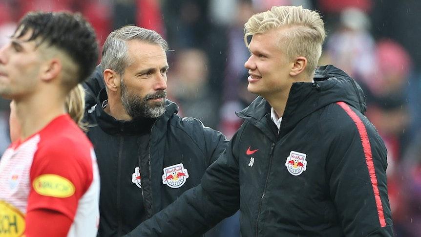 Marco Rose als Trainer von RB Salzburg mit seinem damaligen Spieler Erling Haaland.