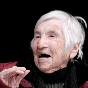 Die KZ-Überlebende Esther Bejarano bei einem Auftritt im Kölner Irmgardis Gymnasium im im Januar 2019.