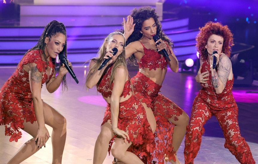 """Die No Angels treten im Finale der 14. Staffel der RTL Tanzshow """"Let's Dance"""" auf. Allesamt tragen rote Kleider."""