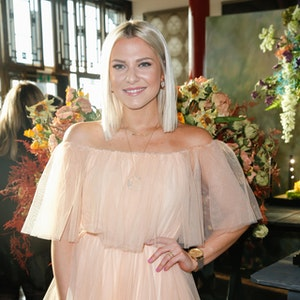 Schauspielerin Valentina Pahde kommt im Januar 2020 in einem schulterfreien Dress zum Thomas Sabo Press Cocktail im China Club. Ein neuer Schnappschuss, den sie auf Instagram postete, befeuerte die Gerüchte, sie und Rúrik Gíslason seien ein Paar.