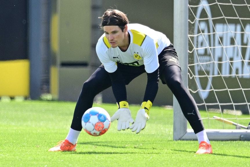 Dortmunds Torwart Marwin Hitz beim Training.