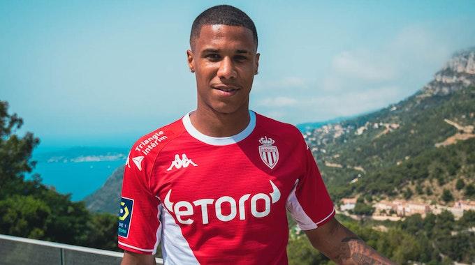 Ismail Jakobs trägt das Trikot der AS Monaco.