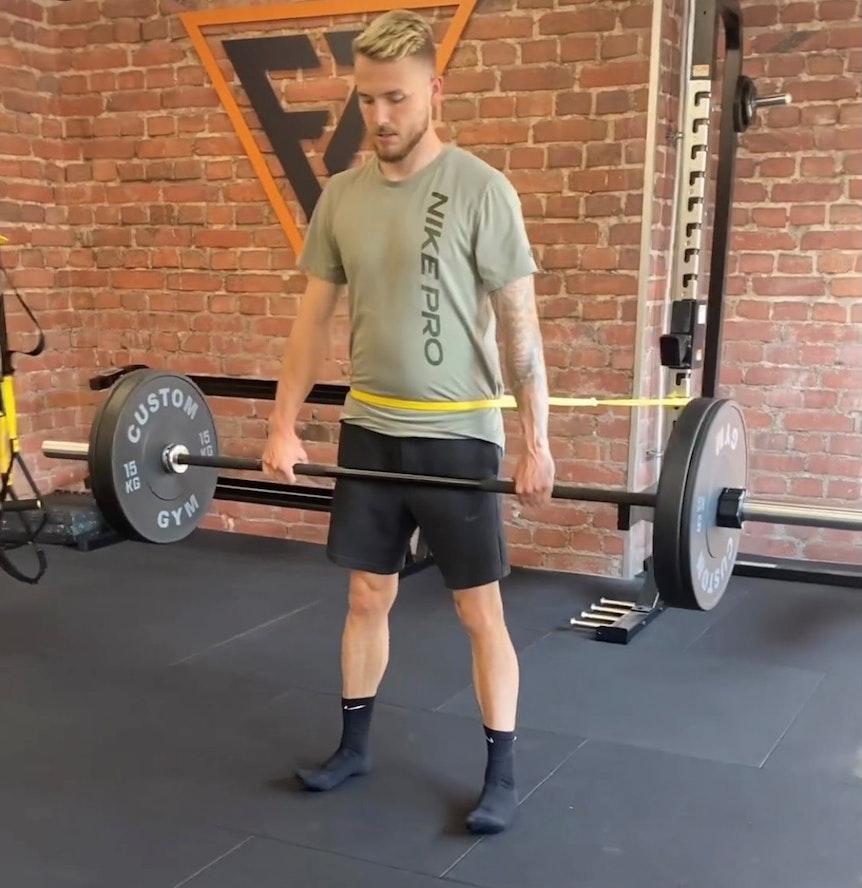 Jannes Horn trainiert in einem Fitnessstudio in Braunschweig.