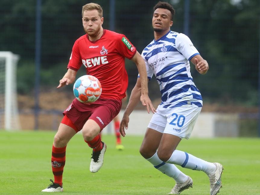 Benno Schmitz spielt für den 1. FC Köln gegen den MSV Duisburg.