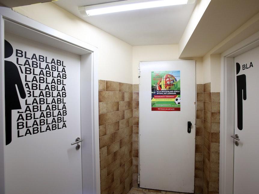 Die Toiletten im Kölner Brauhaus Em Kölsche Boor.
