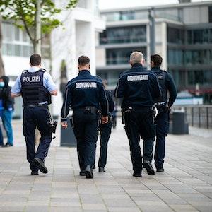 Die Polizei sucht nach der Schlägerei noch nach Zeugen.