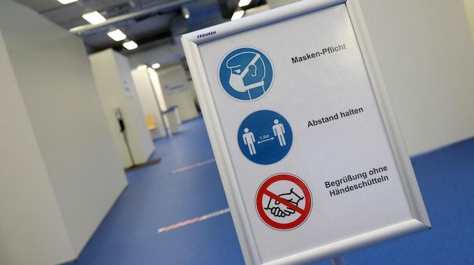 Aufgrund steigender Corona-Inzidenzen gelten ab Montag (26. Juli) wieder strengere Regeln in NRW (Symbolfoto).