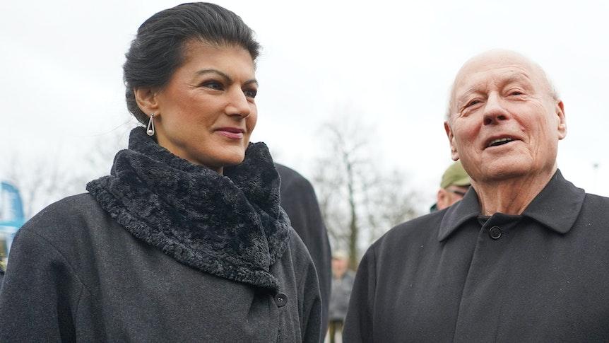 Sahra Wagenknecht, Fraktionsvorsitzende der Linken im Deutschen Bundestag, und ihr Ehemann Oskar Lafontaine gedenken 2019 auf dem Zentralfriedhof Friedrichsfelde an die 1919 ermordeten Kommunistenführer Rosa Luxemburg und Karl Liebknecht.