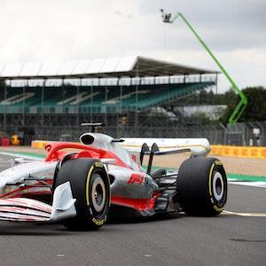 Der Prototyp des neuen Formel-1-Wagens steht auf dem Silverstone Circuit