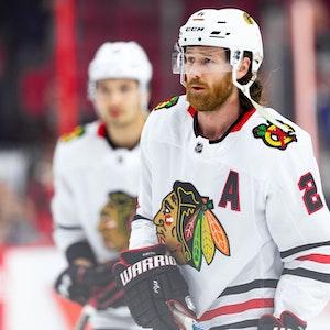 Duncan Keith von den Chicago Blackhawks im NHL-Spiel bei den Ottawa Senators auf dem Eis