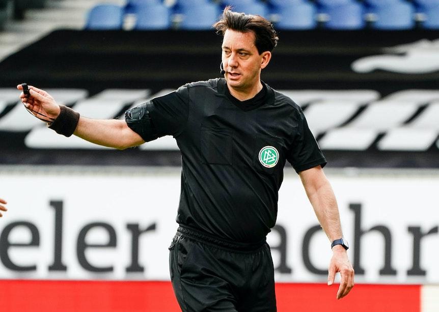 Schiedsrichter Manuel Gräfe bei einem Spiel