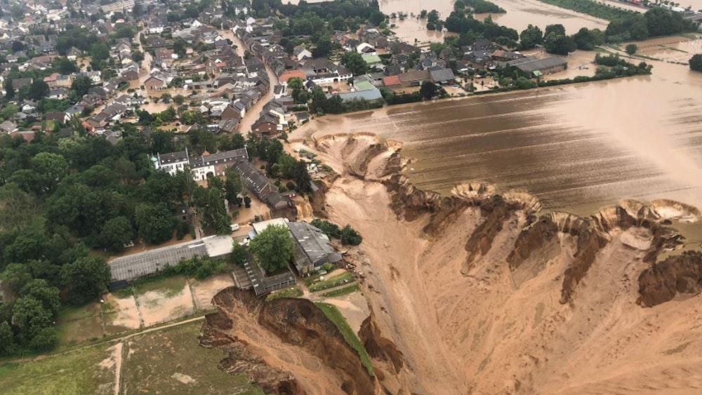 Der überflutete Ortsteil Blessem am 16. Juli 2021. Jetzt dürfen die Anwohner kurz in ihre Wohnungen und Häuser zurück.