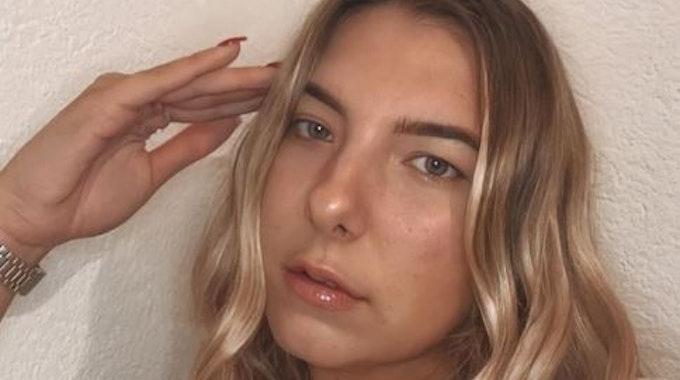 Danni Büchners Tochter Joelina Karabas posiert auf einem Instagram-Selfie