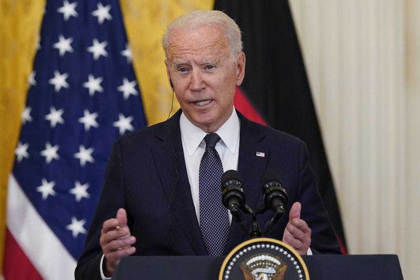 US-Präsident Joe Biden spricht auf einer Pressekonferenz anlässlich des Besuches von Kanzlerin Angela Merkel (nicht im Bild).