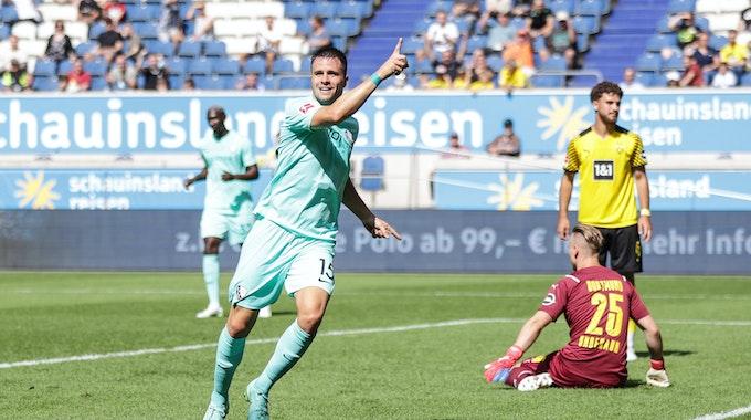 Soma Novothny vom VfL Bochum bejubelt seinen Treffer gegen Borussia Dortmund.