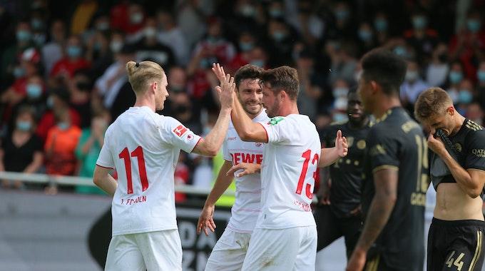 Mark Uth feiert sein erstes Tor für den 1. FC Köln gegen den FC Bayern München.