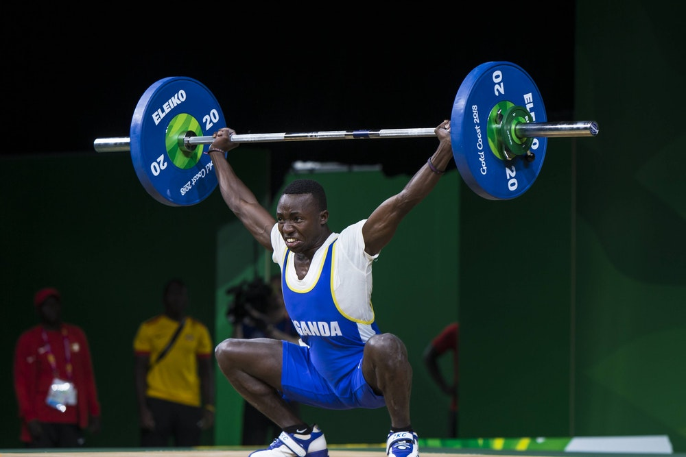 Julius Ssekitoleko stemmt Gewichte im Jahr 2018.