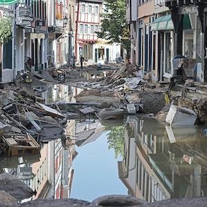 Wasser und Berge an Unrat nach der Hochwasser-Katastrophe in Bad Münstereifel.
