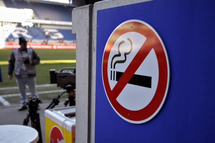 Kein Kippe mehr im Block: RB verbietet das Rauchen auf den Plätzen im Stadion