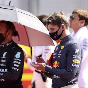 Max Verstappen und Lewis Hamilton bereiten sich auf das Rennen in Silverstone vor.