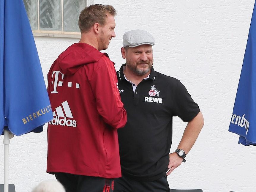 Steffen Baumgart spricht mit Julian Nagelsmann.