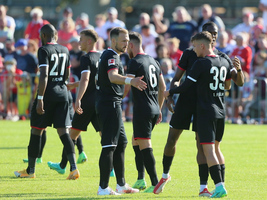 Der 1. FC Köln wechselt gegen den FC Schaffhausen.