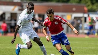 Idrissa Touré (l.) im Trikot der U23 des SV Werder.