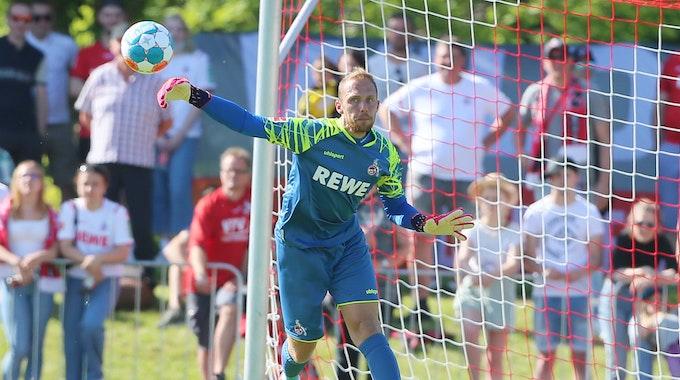 Marvin Schwäbe im Tor des 1. FC Köln gegen den FC Schaffhausen.