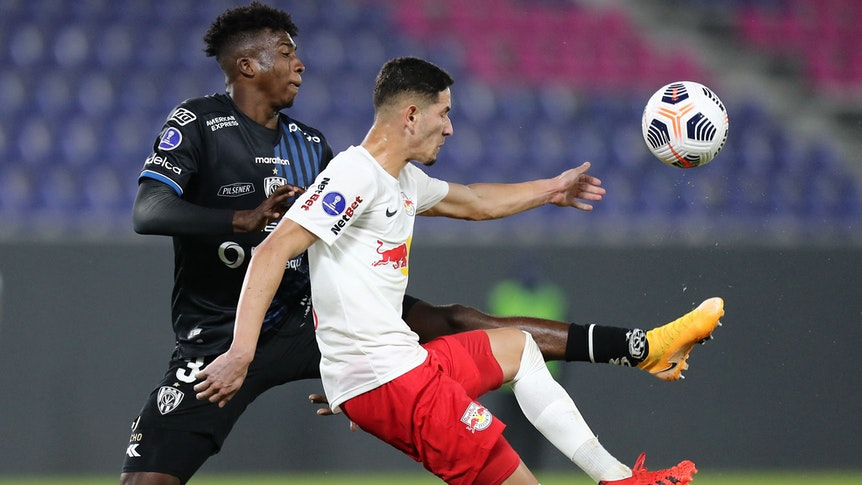 Ecuador's Independiente del Valle William Pacho (L) and Brazil's Red Bull Bragantino Bruno Praxedes vie for the ball during their Copa Sudamericana round of 16 first leg football match at Banco Guayaquil Stadium, in Sangolqui, Ecuador, on July 14, 2021. (Photo by Jose Jacome / POOL / AFP)