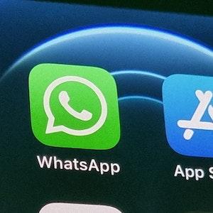 """Die Anwendung von WhatsApp auf einem iPhone. WhatsApp belegt derzeit nur noch Platz 30 in den Download-Charts. Heiß begehrt ist aktuell die Anwendung """"Picture This – Pflanzen Bestimmen""""."""