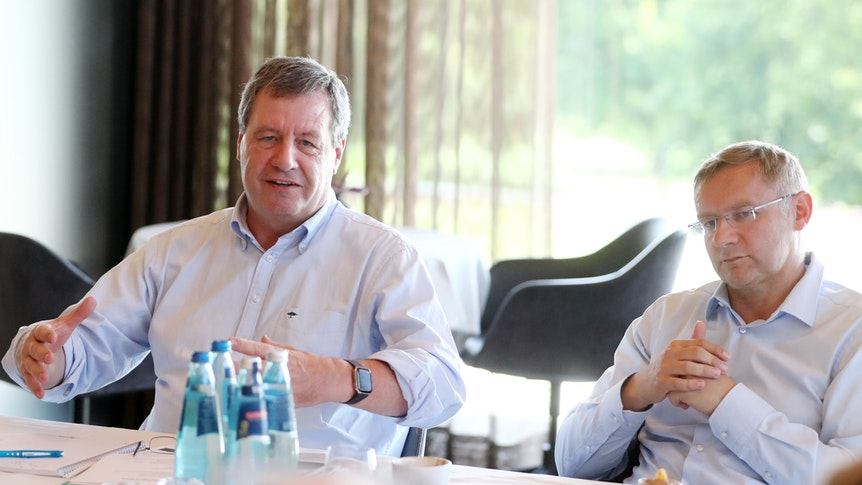Werner Wolf und Eckhard Sauren im Trainingslager des 1. FC Köln