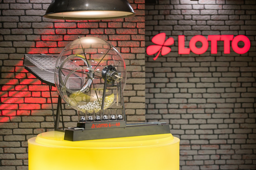 Die Ziehung der Lottozahlen findet in der neuen Studio-Kulisse statt. Am Mittwoch (21.7.2021) geht es um 36 Millionen Euro.