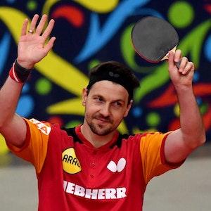 Timo Boll lässt sich nach dem Europameister-Titel feiern