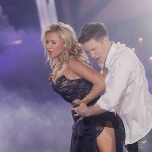 Evelyn Burdecki, Reality-TV-Kandidatin und Evgeny Vinokurov, Profitänzer, tanzen in der RTL-Tanzshow Let's Dance im Coloneum. Profitänzer Evgeny Vinokurov hat sich verlobt. Das Bild wurde am 06.04.2019 gemacht