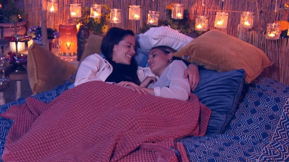 Princess Charming Irina Schlauch und Siegerin Lou: Beim letzten gemeinsamen Date kuschelte Irina intensiv mit der 10 Jahre jüngeren Gewinnerin Lou.