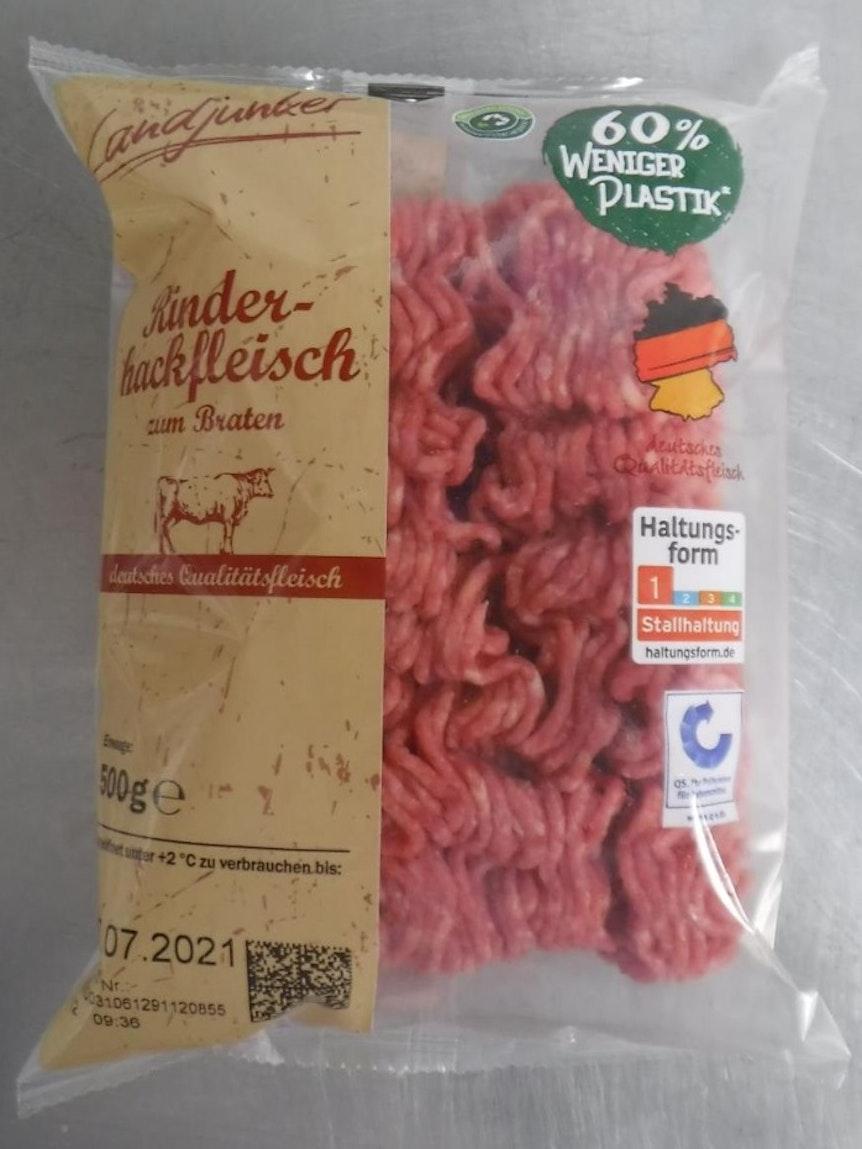 Hack mit Plastikteilen: Es gibt im Juli 2021 einen Rückruf bei Rinderhack von Lidl und Aldi.