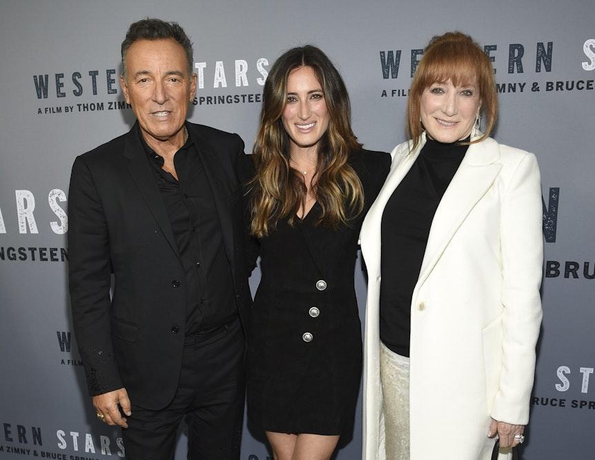 Jessica Springsteen bei einer Kino-Premiere 2019 in New York zwischen ihren berühmten Eltern Bruce Springsteen und Patti Scialfa.